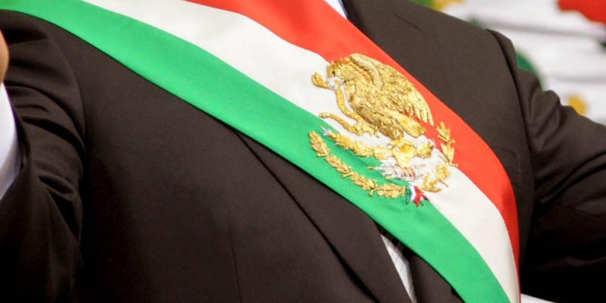 Presidente Peña Nieto utilizó Periscope y casi deja caer banda presidencial
