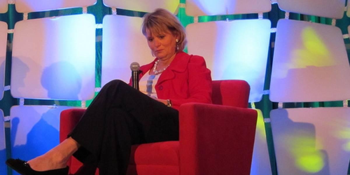 Carol Bartz fue despedida de Yahoo por teléfono