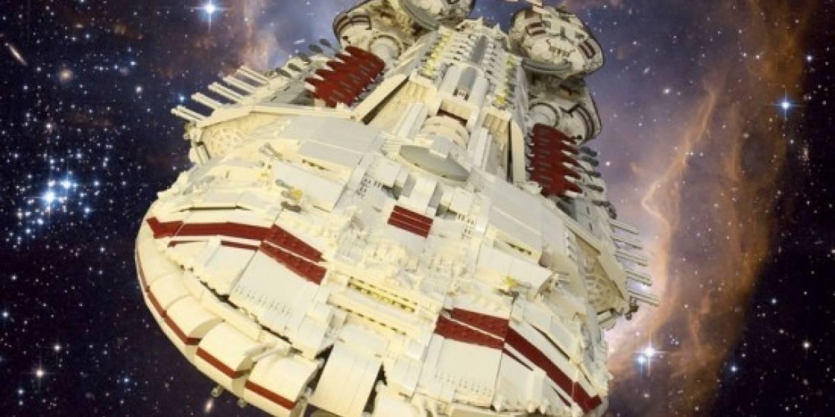 Una Battlestar hecha con piezas de LEGO