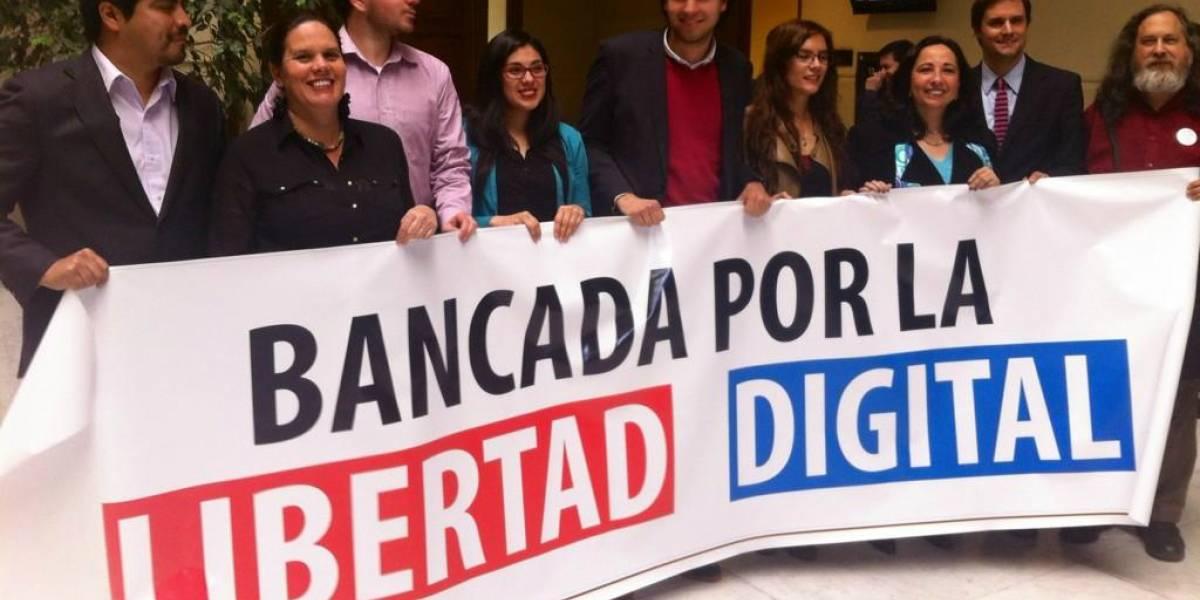 """Diputados chilenos crean """"bancada por la libertad digital"""" tras polémica por lobby de Microsoft"""