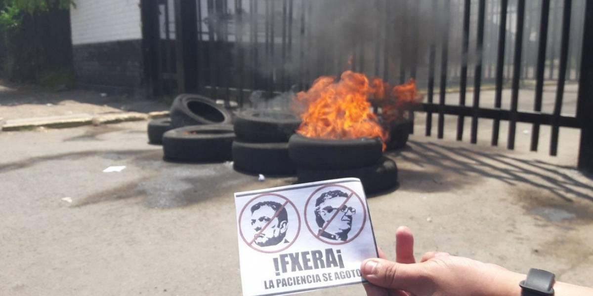 Colo Colo en llamas: hinchas furiosos queman neumáticos en el Monumental y piden la salida de Mosa