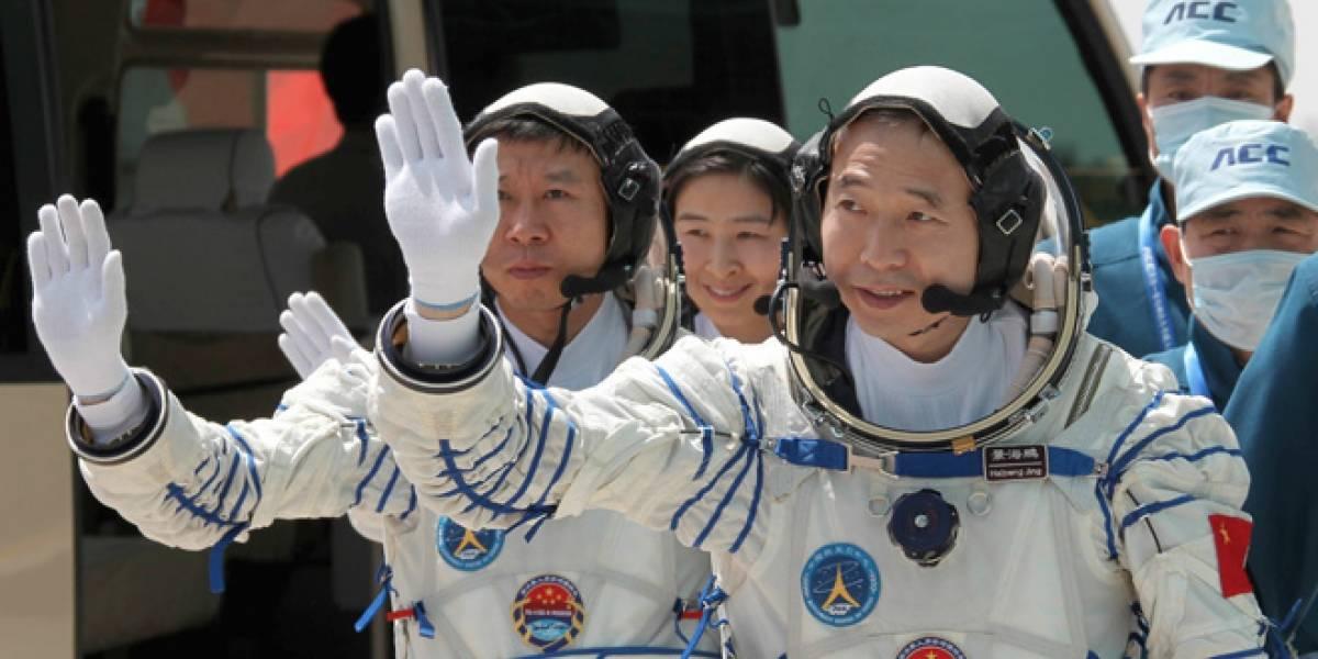 China completa el acoplamiento de las naves Shenzhou-9 y Tiangong-1 en la órbita