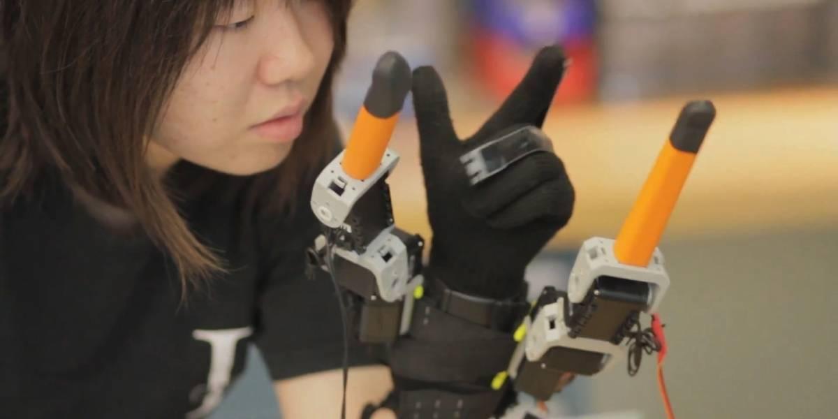 Desarrollan prótesis robótica para agregar dos dedos a la mano
