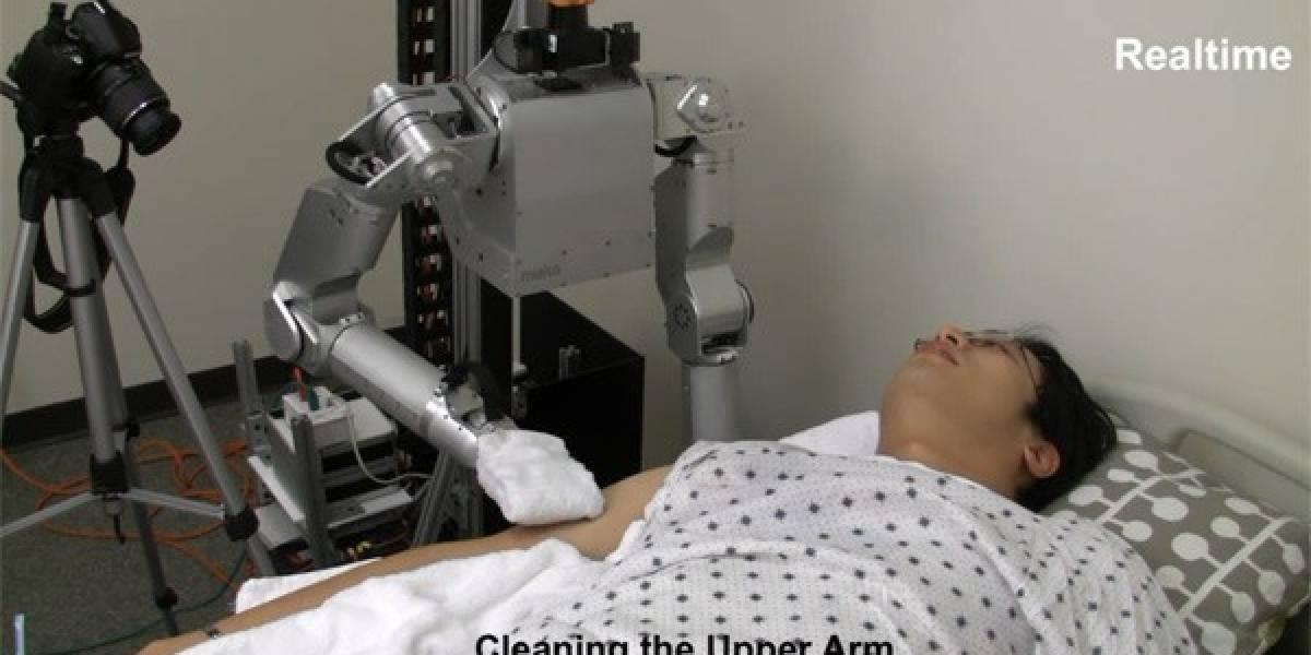 Robot enfermero da baños de esponja