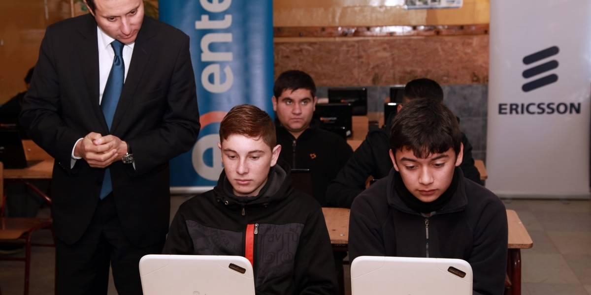 Escuela rural en Chile se comunica con escuela española tras recibir computadores e Internet