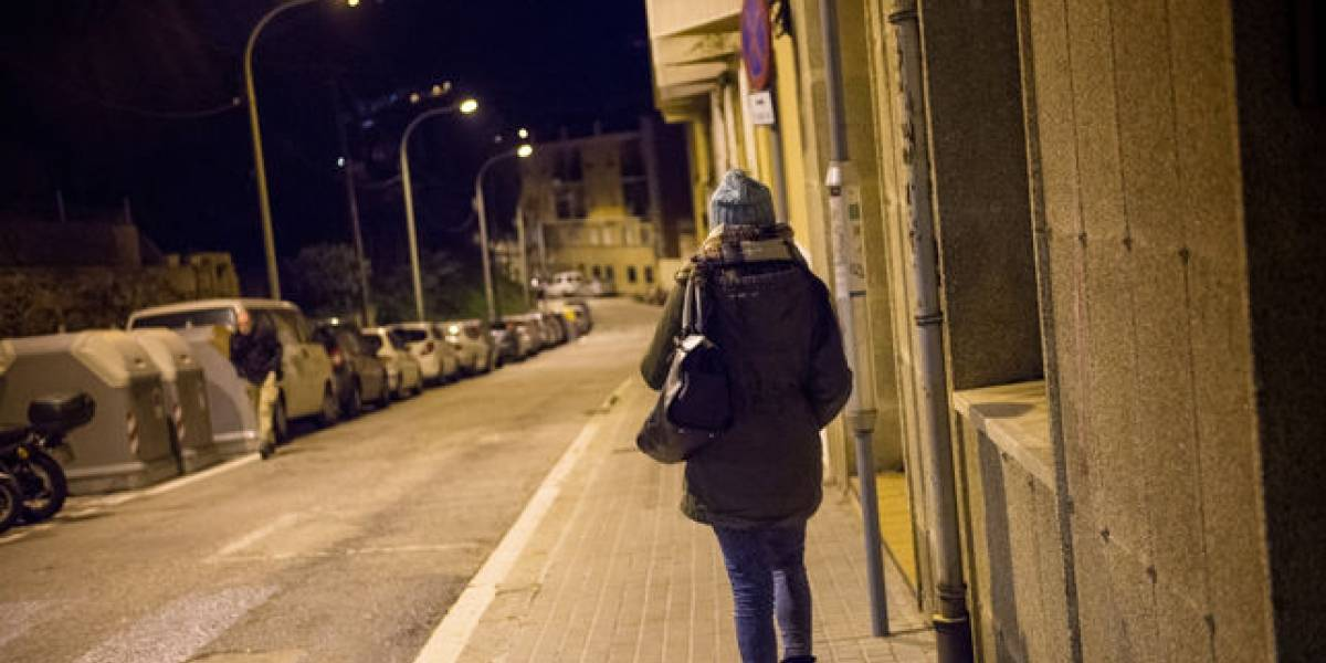 'Voy sola, tengo miedo': asaltan a joven durante transmisión en vivo
