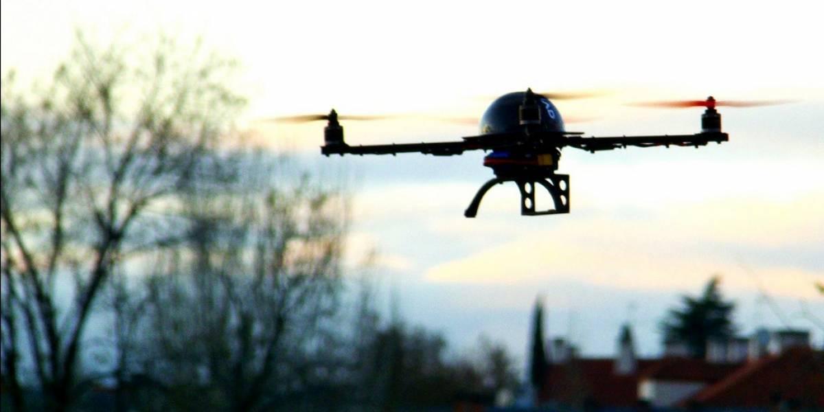 Gobernador en California veta legislación que prohibe el uso de drones en propiedad privada
