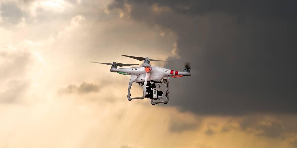 Padre usa un dron para seguir a su hija de 8 años