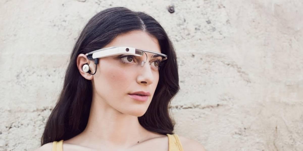 Así es la versión renovada de Google Glass, con audífono incluido
