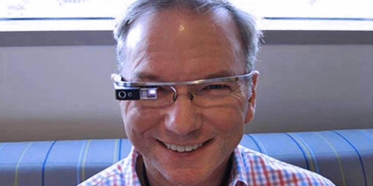 """Ex-CEO de Google: """"Hablarle a Google Glass es la sensación más extraña"""""""