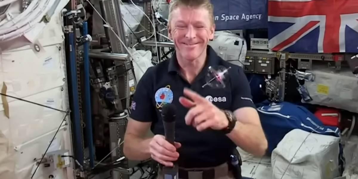Así se comporta un giroscopio en el espacio