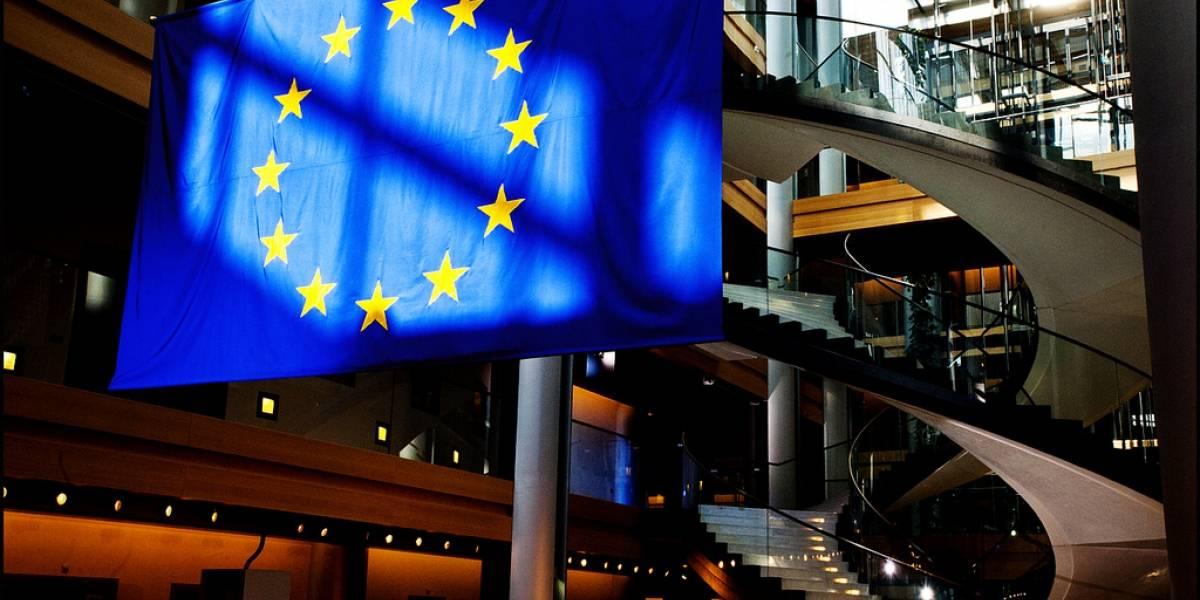 Parlamento Europeo busca suspender acuerdo para compartir datos con EE.UU.