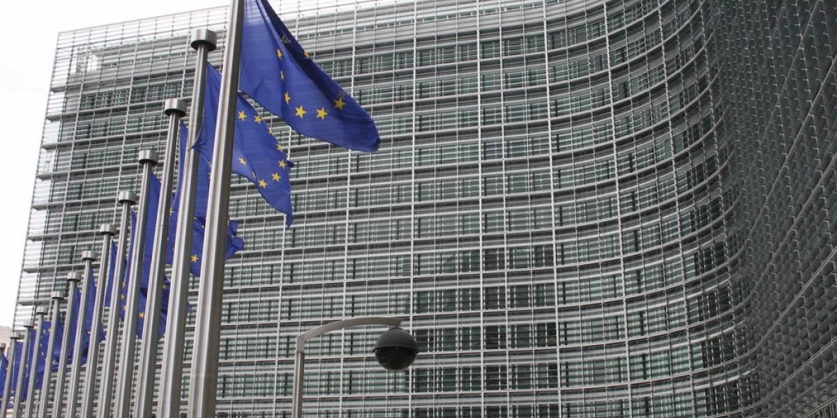 Unión Europea evalúa cancelar acuerdos para compartir datos con EE.UU.