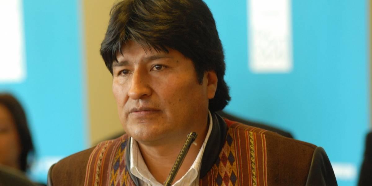 Niegan aterrizaje a avión de Evo Morales por sospechas de que llevaba a Snowden a bordo