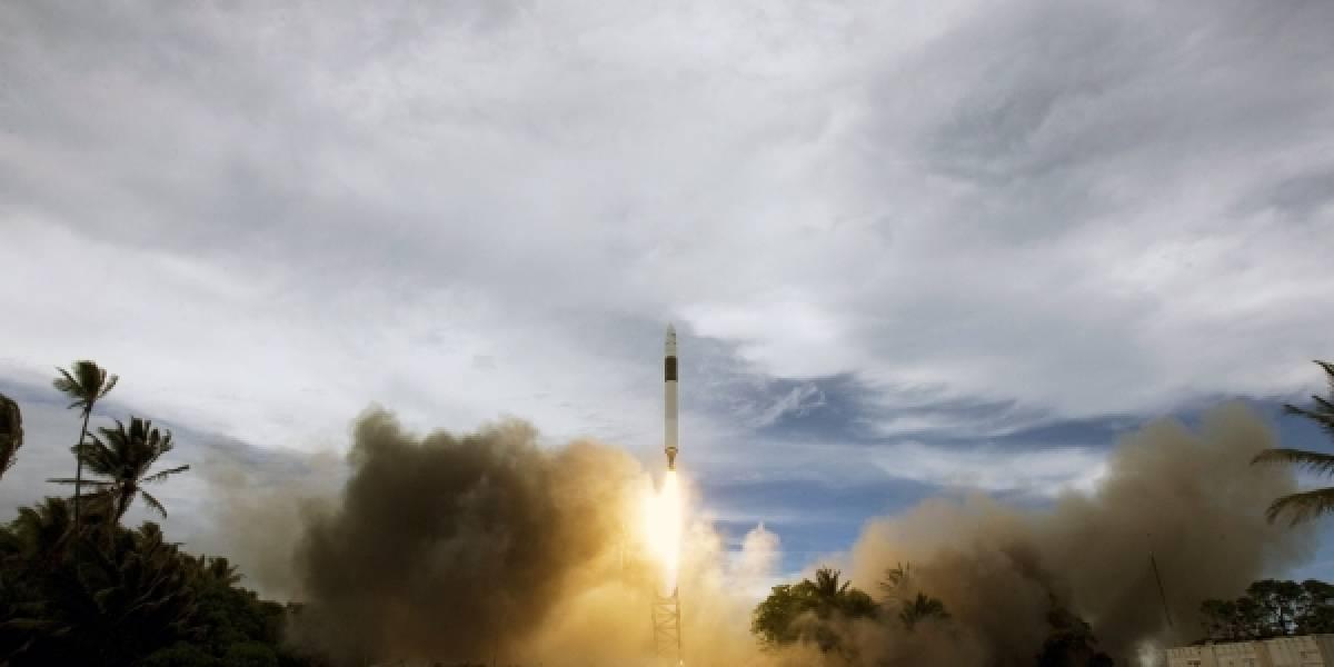 Cápsula Dragon logra exitoso primer viaje privado a la órbita