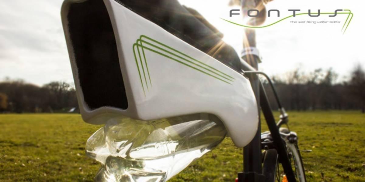 Accesorio para ciclistas llena una botella con agua gracias a la energía solar