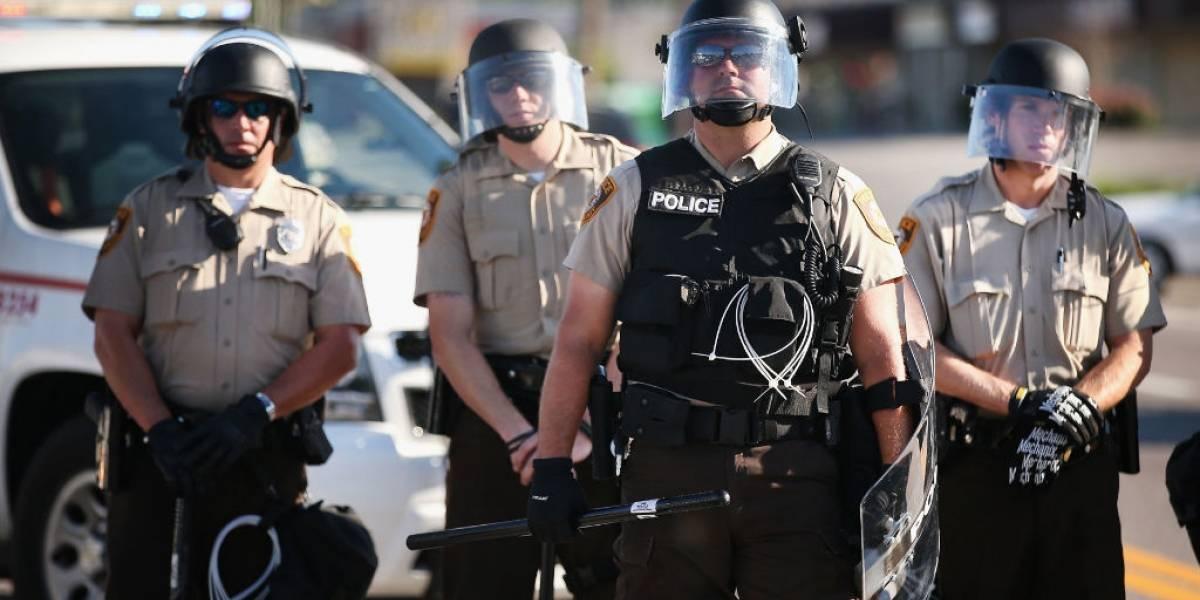 Policía de Ferguson evalúa que oficiales porten cámaras que registren su comportamiento