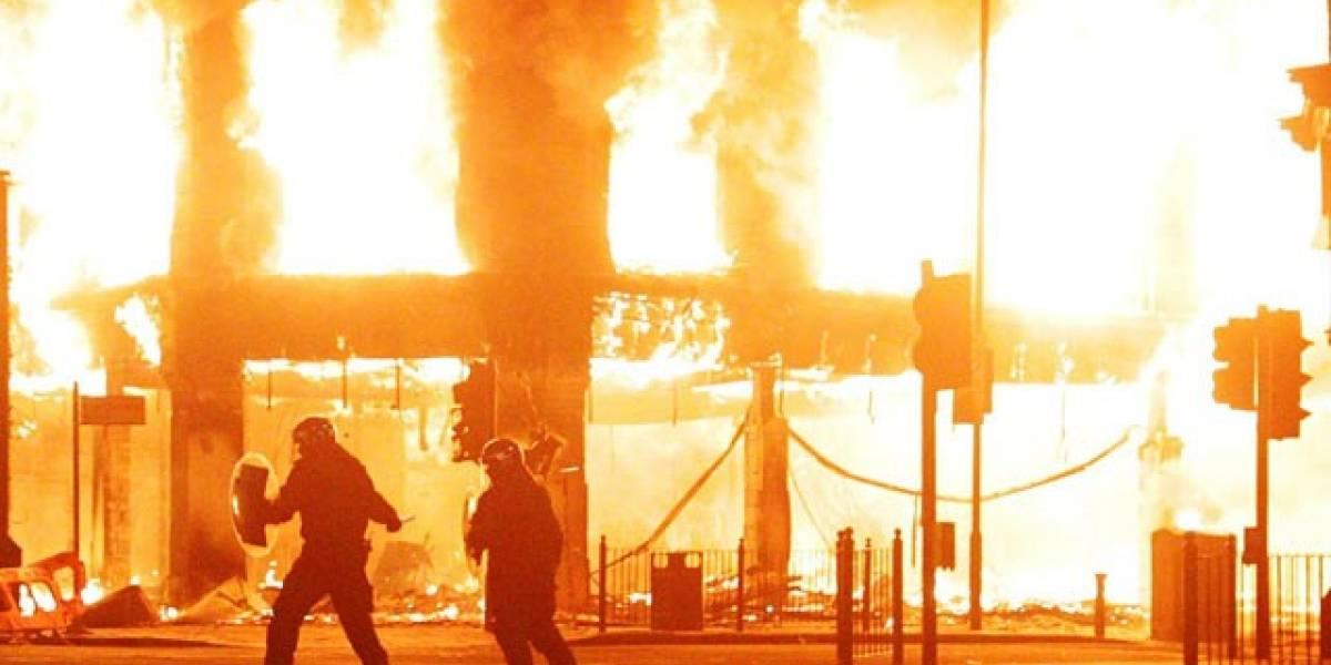El gobierno de Reino Unido se cita con FB y RIM para hablar sobre los disturbios