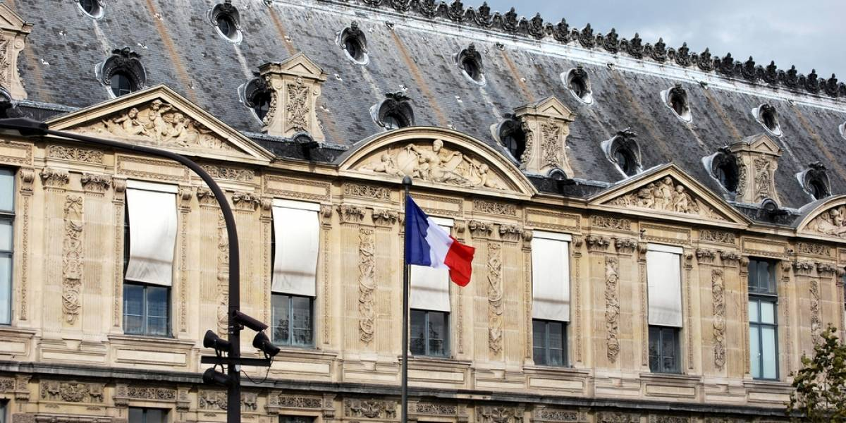 Francia aprueba peligrosa ley de vigilancia digital
