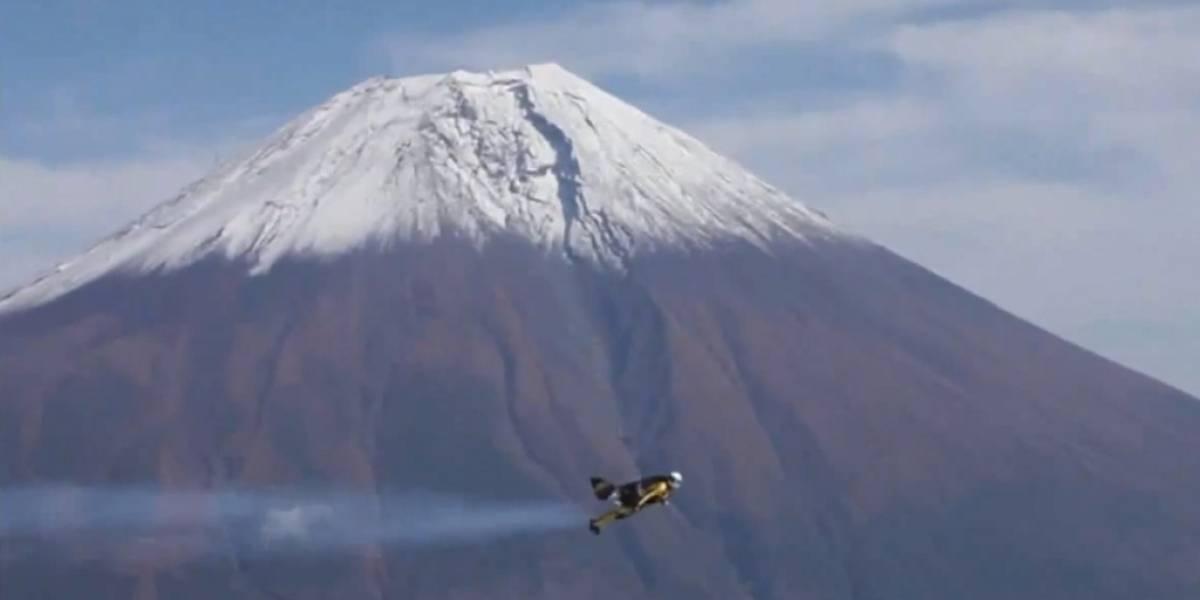 Hombre cohete Yves Rossy vuela alrededor del Monte Fuji (Video)