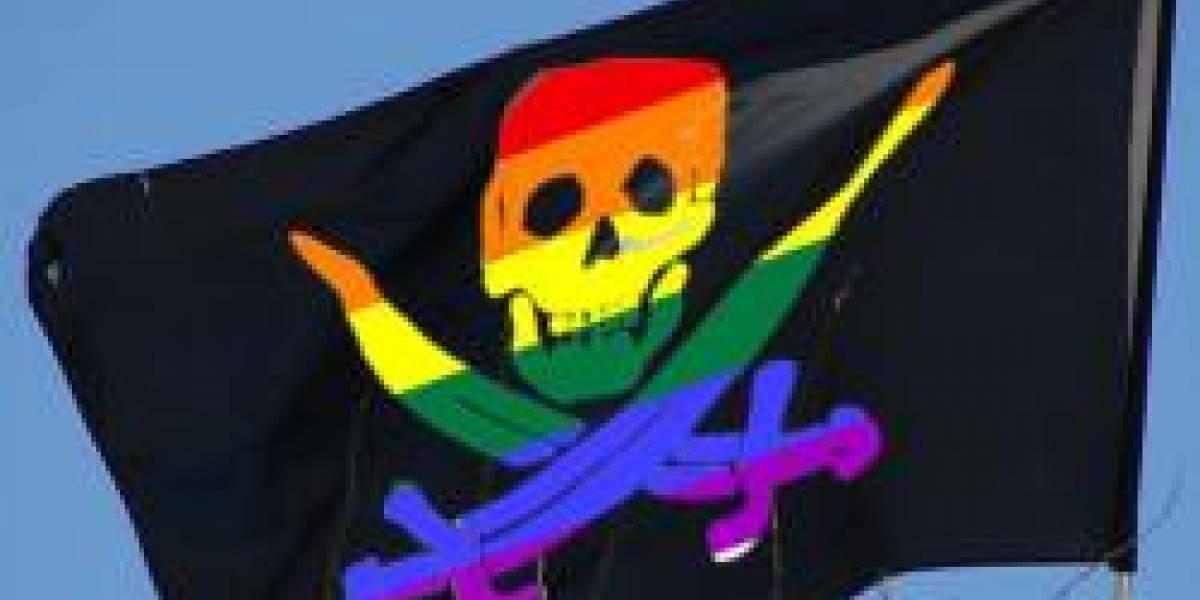 Demandan a 53 personas por piratear porno gay