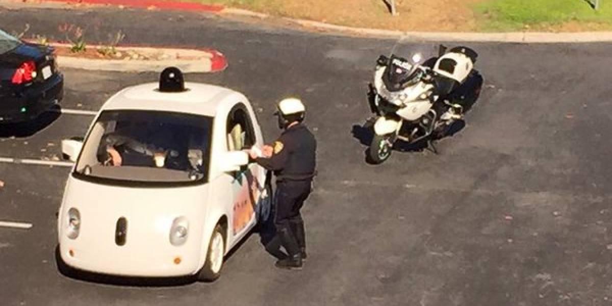 Policía infracciona a uno de los coches autónomos de Google por ir muy lento