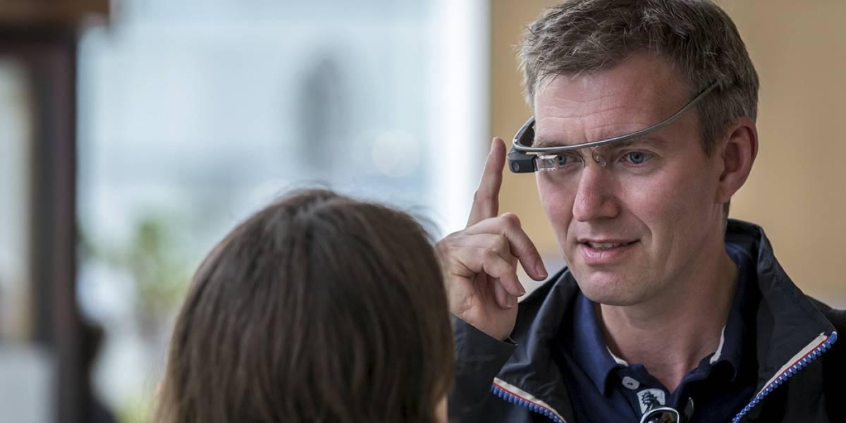 Agentes federales detienen a una persona por llevar puestas sus Google Glass en el cine