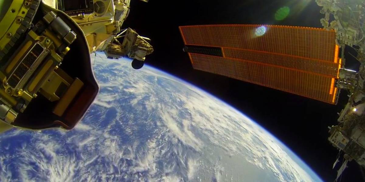 Astronautas graban su trabajo en la Estación Espacial Internacional con una GoPro