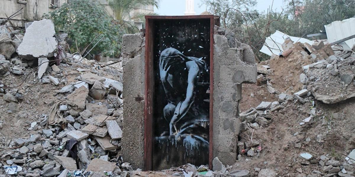 Banksy viaja a Gaza para retratar la destrucción del lugar