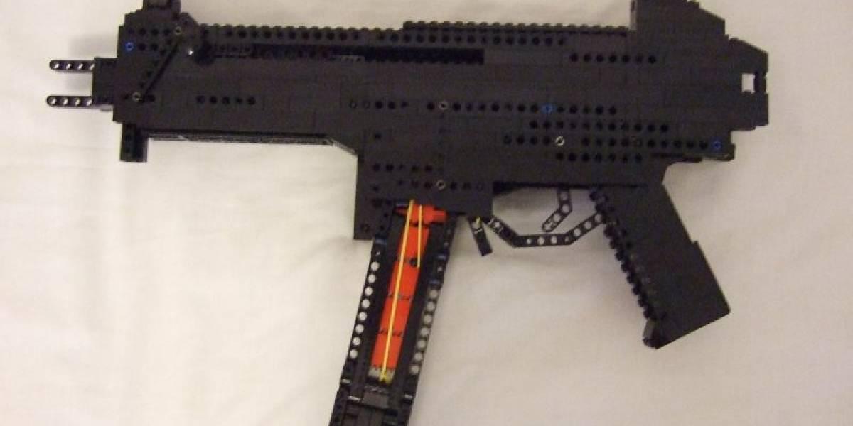 Subfusil de LEGO que dispara... piezas de LEGO