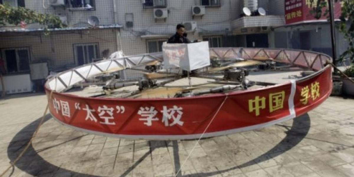 Un hovercraft construído por un granjero chino