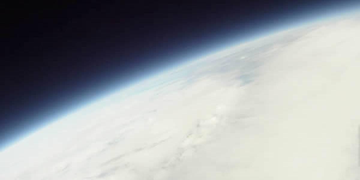 Video: iPhone viaja al espacio (lo registra) y sobrevive ileso para contarlo