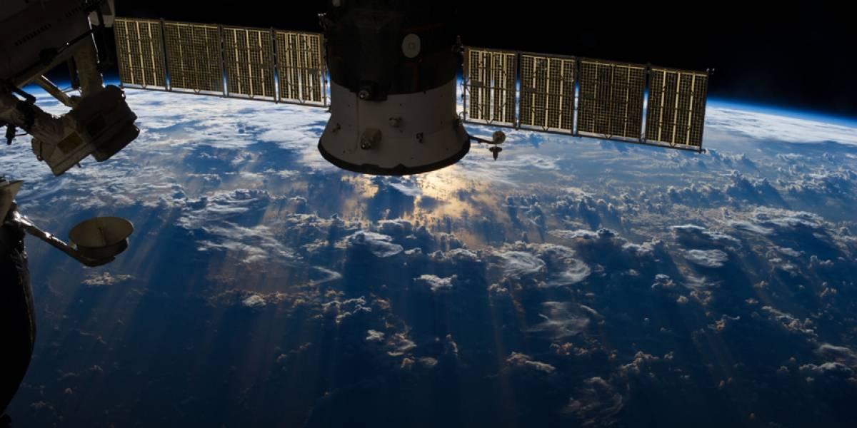 Cosmonautas instalan webcam para hacer streaming a la Tierra desde el espacio en 4K