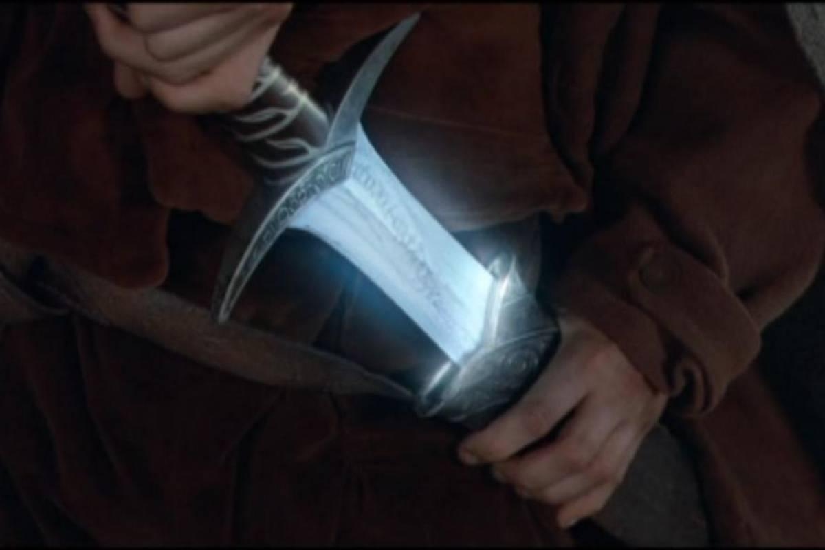 Crean espada de Frodo Baggins que brilla ante señal Wi-Fi sin contraseña