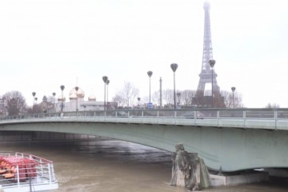 El Río Sena se desborda