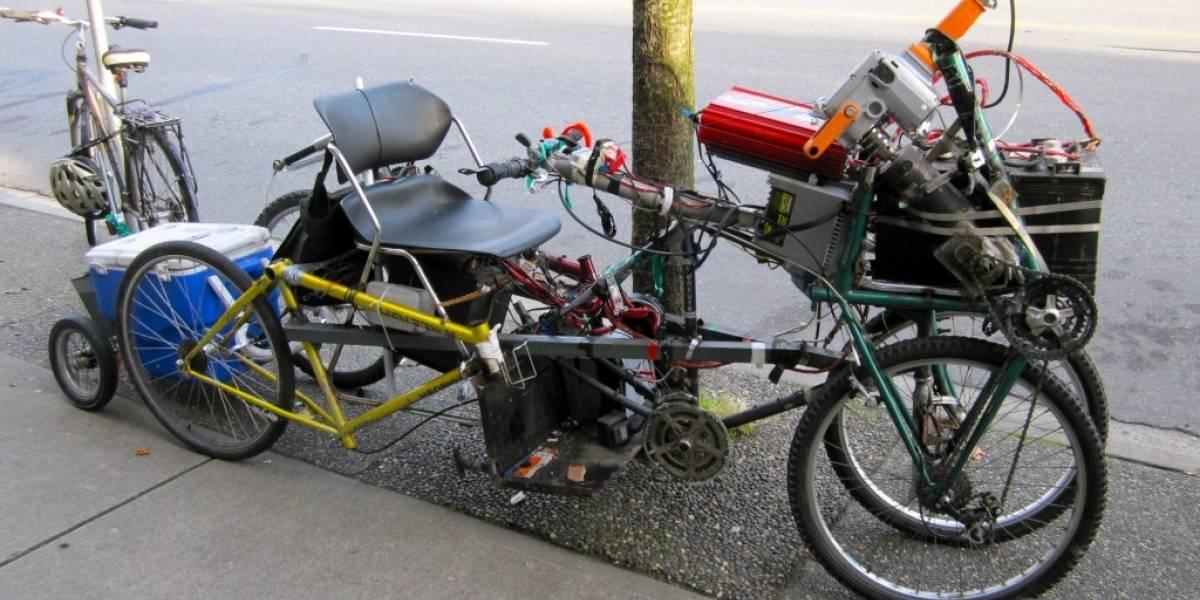 Bicicleta eléctrica hecha de restos