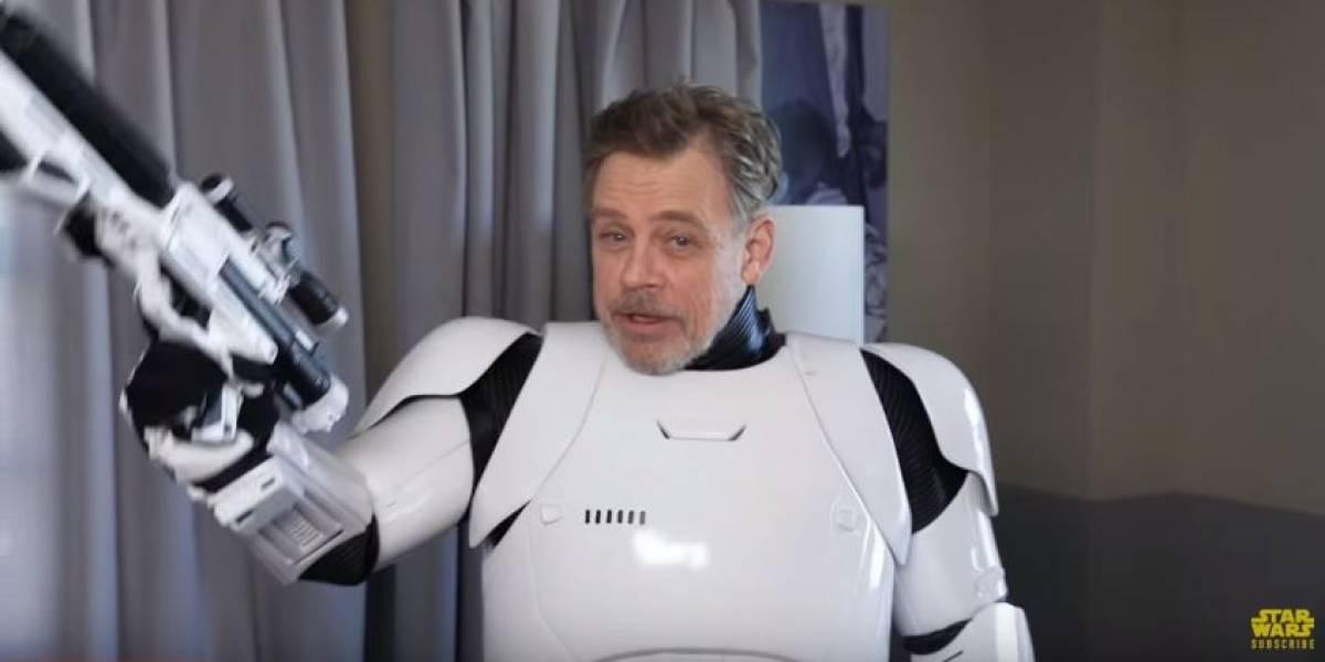 Mark Hamill se pasea en las calles vestido como Stormtrooper