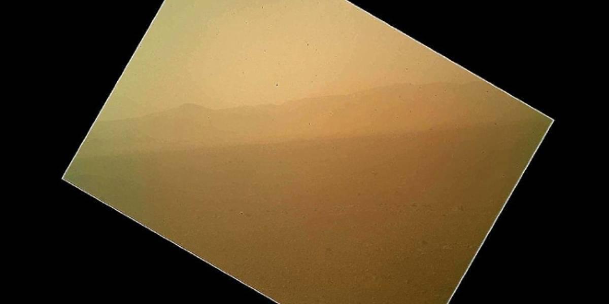 Curiosity manda su primera foto a color desde Marte