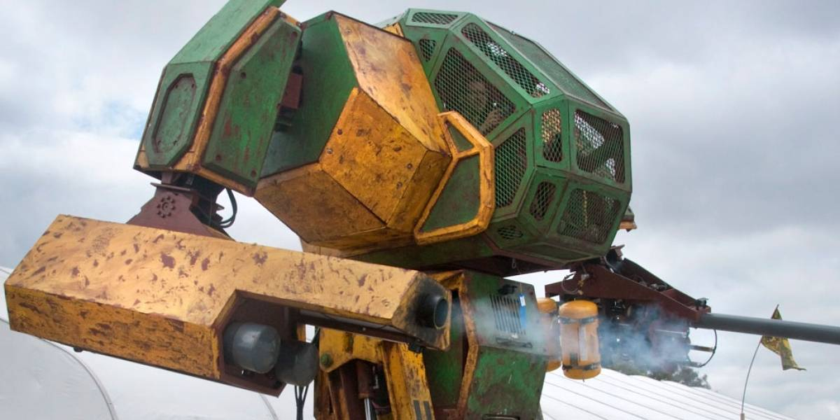 Megabot Mk II se presenta en el CES 2016 previo a su pelea de robots