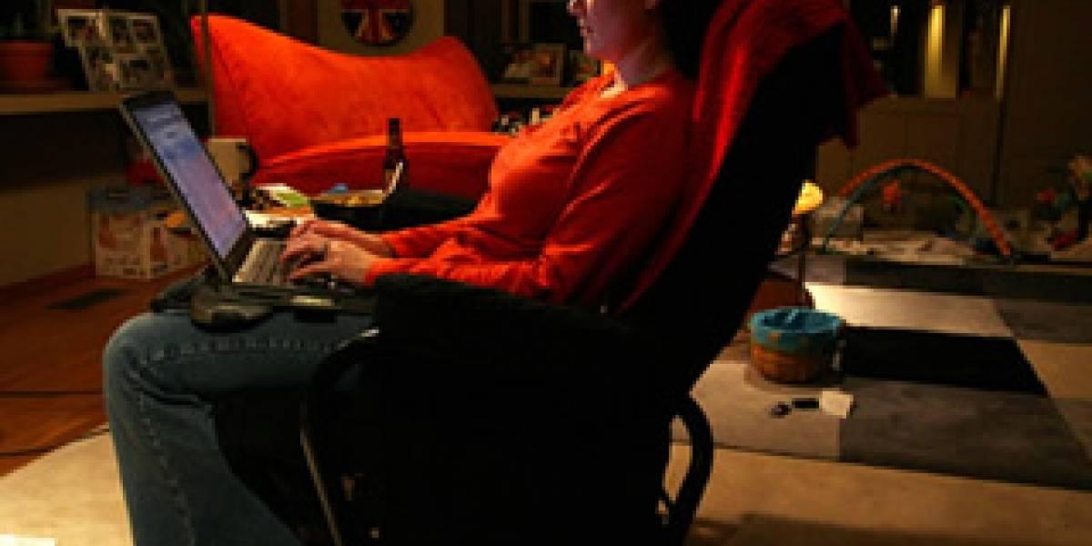 Mujeres sufren más robos de identidad en línea que los hombres