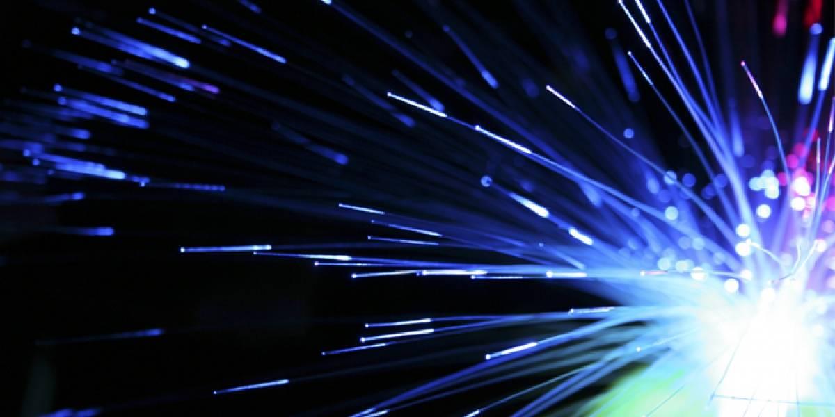 """Crean cable de fibra óptica """"de aire"""" que mueve datos a un 99,7% de la velocidad de la luz"""
