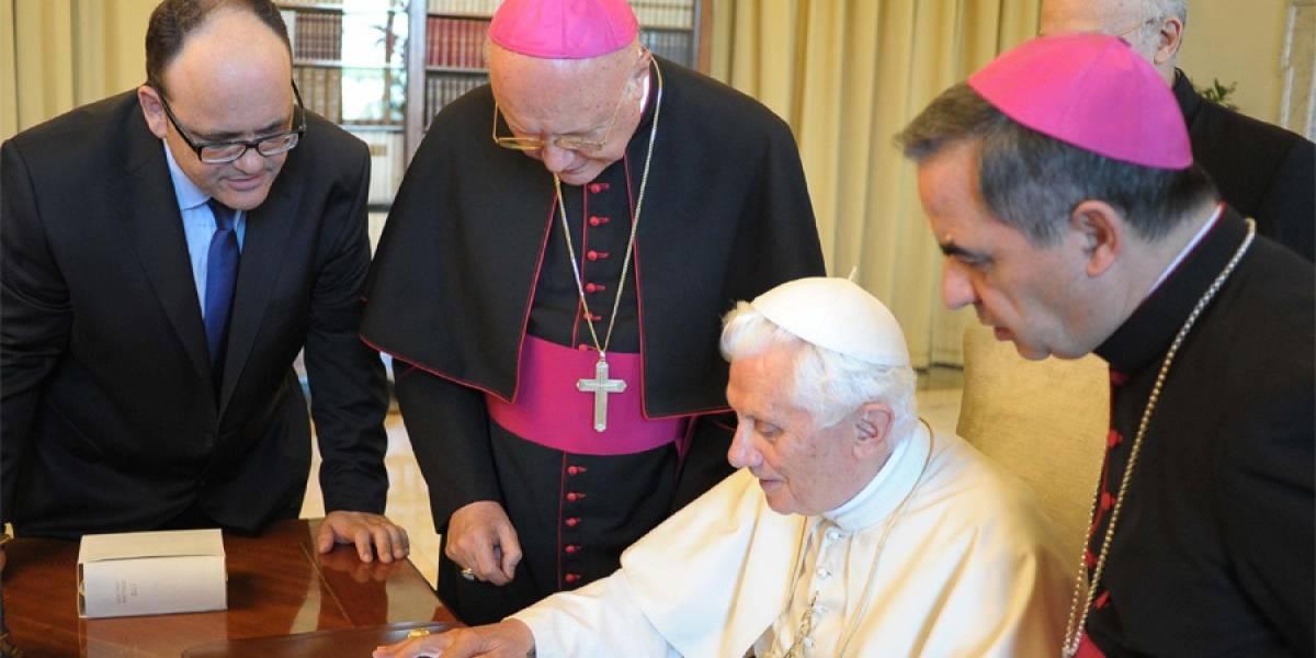 El Papa Benedicto XVI envió su primer tweet desde un iPad