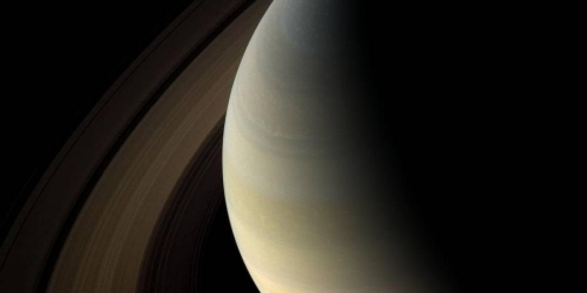 Una luna podría haber creado los anillos de Saturno