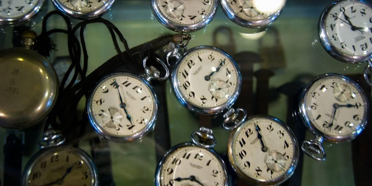 Físicos diseñan método para detectar viajeros del tiempo