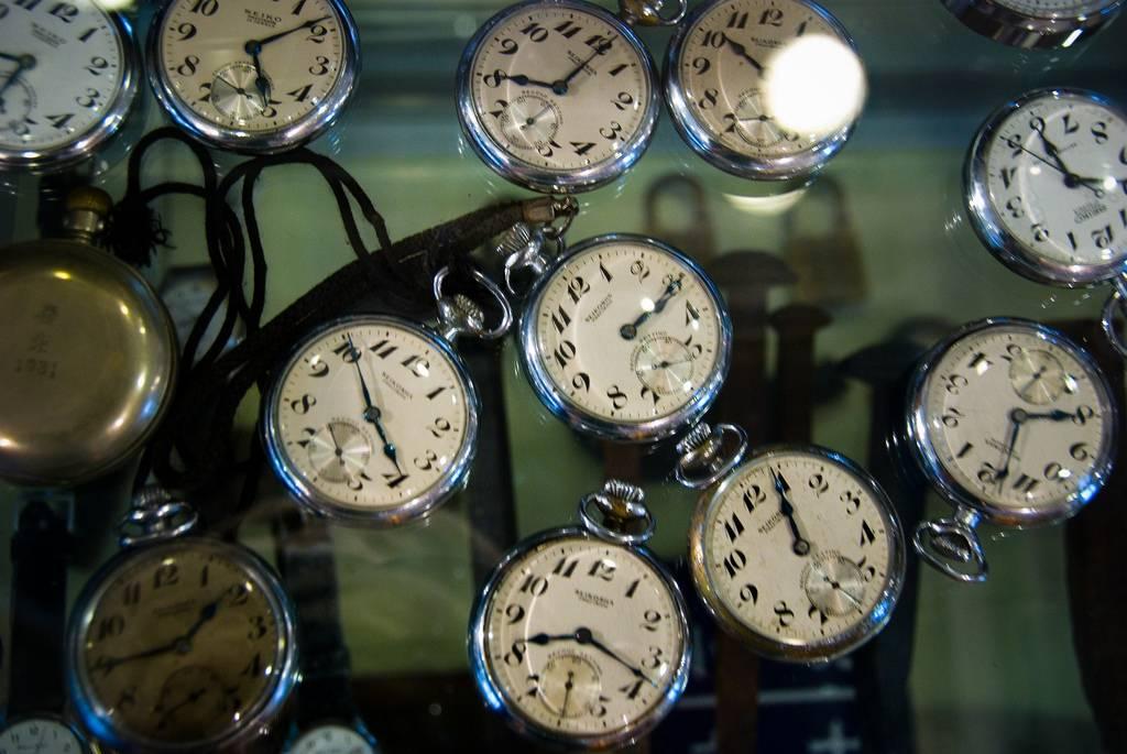Relojes analógicos fueron eliminados en escuelas británicas porque alumnos no sabían ver la hora