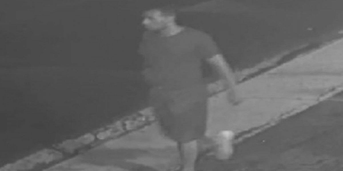Buscan a este hombre por carjacking en San Juan