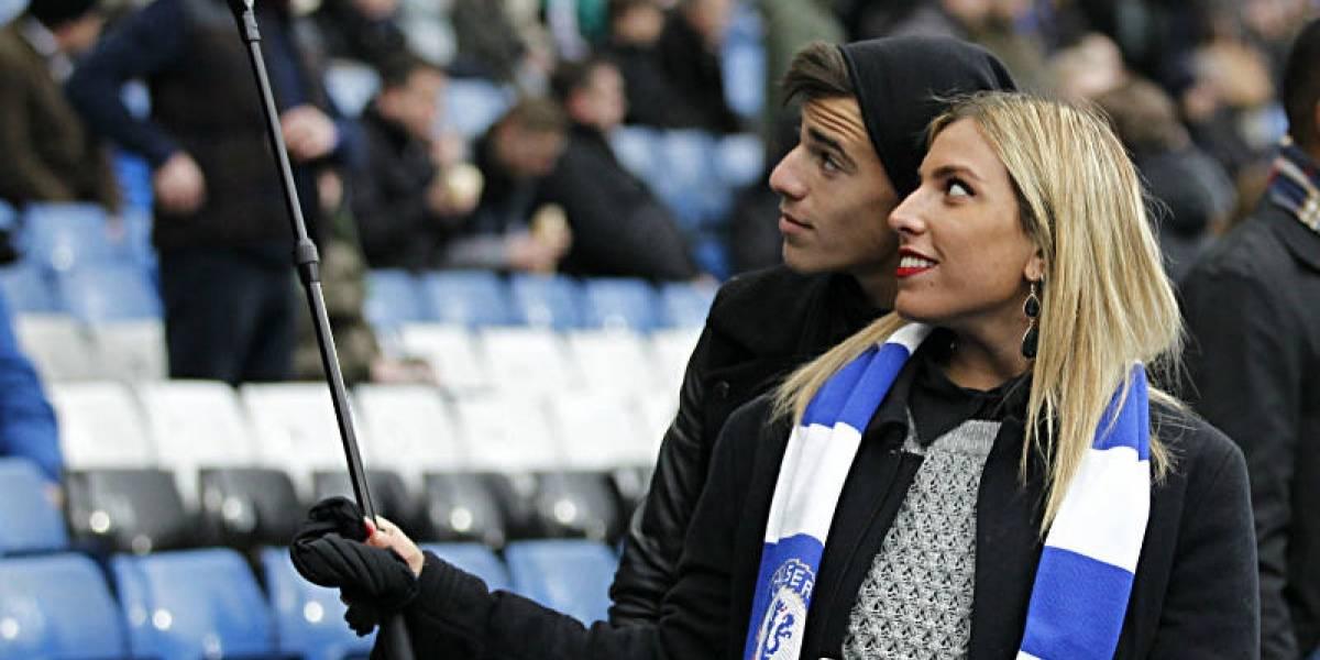 El futbol inglés prohibirá los bastones para selfies