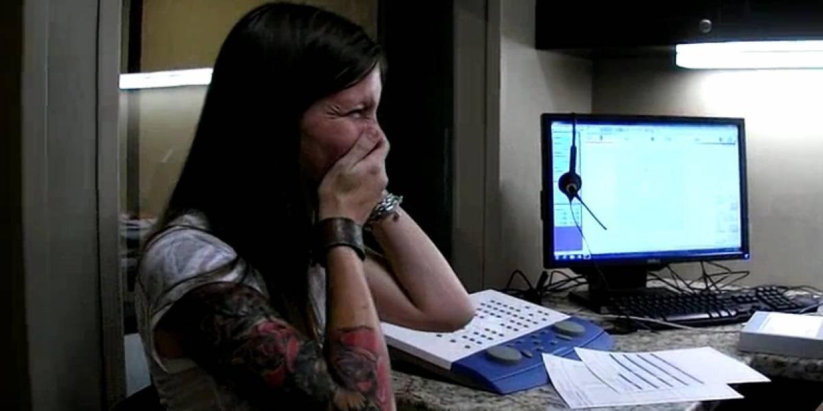 Video: Mujer sorda oye su voz por primera vez a los 29 años