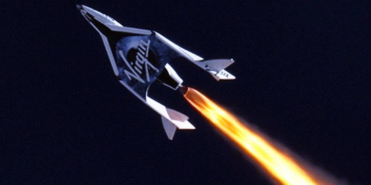 SpaceShipTwo realiza con éxito su primer vuelo impulsado por cohetes
