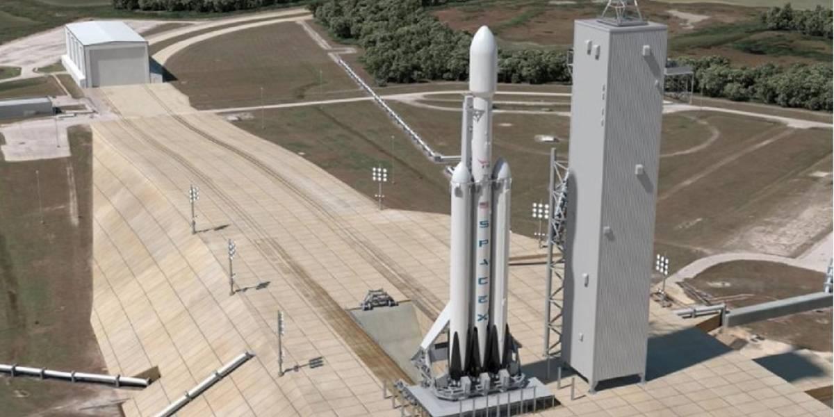 SpaceX anunció el lanzamiento del cohete Falcon Heavy para 2016